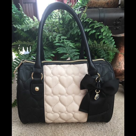 a396ebab9549 Betsey Johnson Handbags - Betsy Johnson quilted heart Dr bag